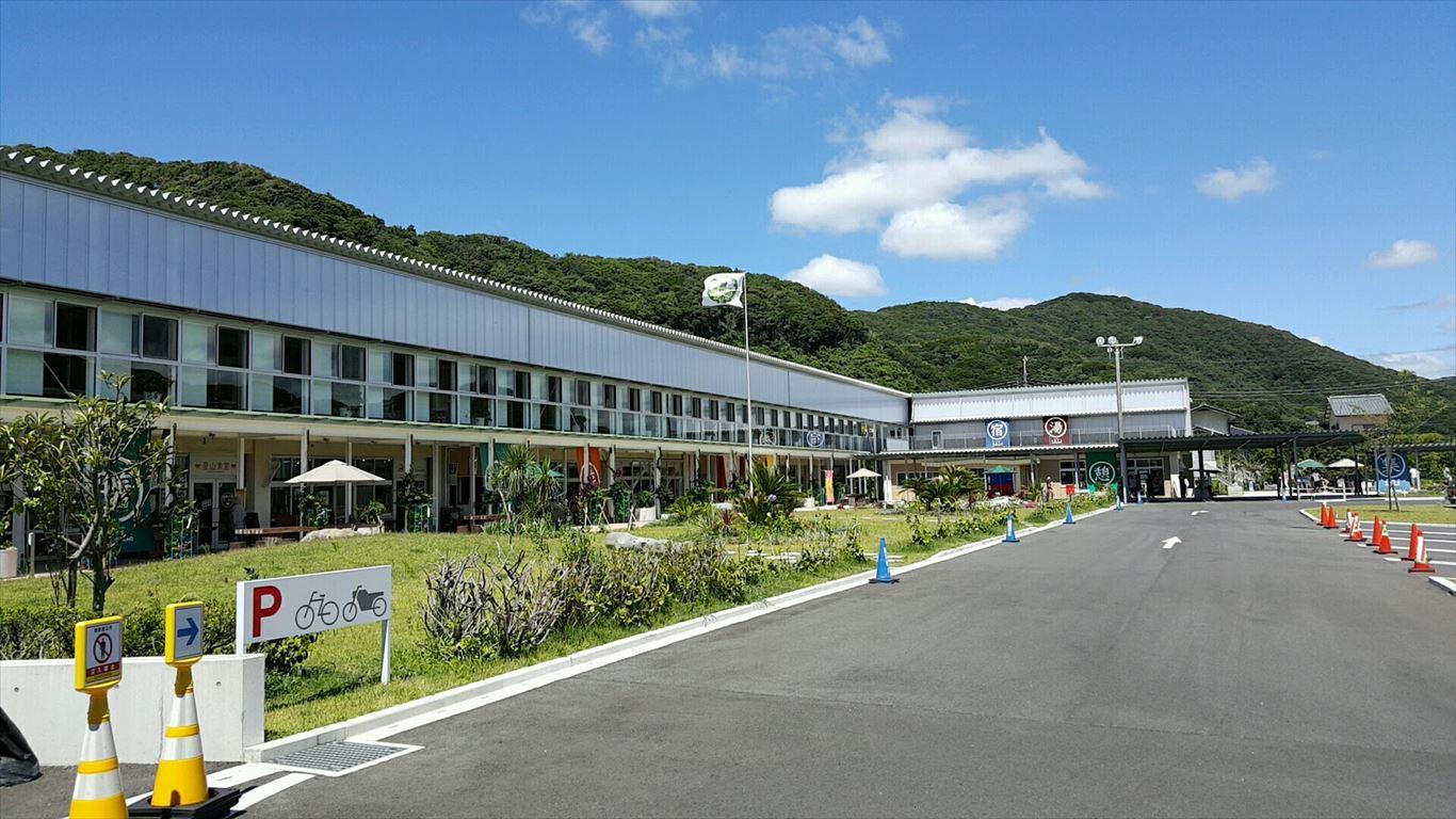 道の駅保田小学校メインの建物