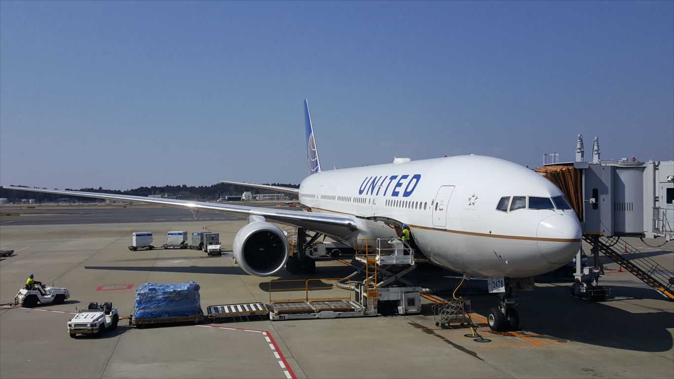 UA827便