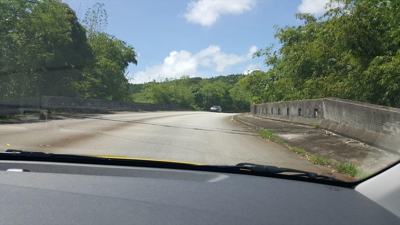 レオパレスリゾートに向かう橋