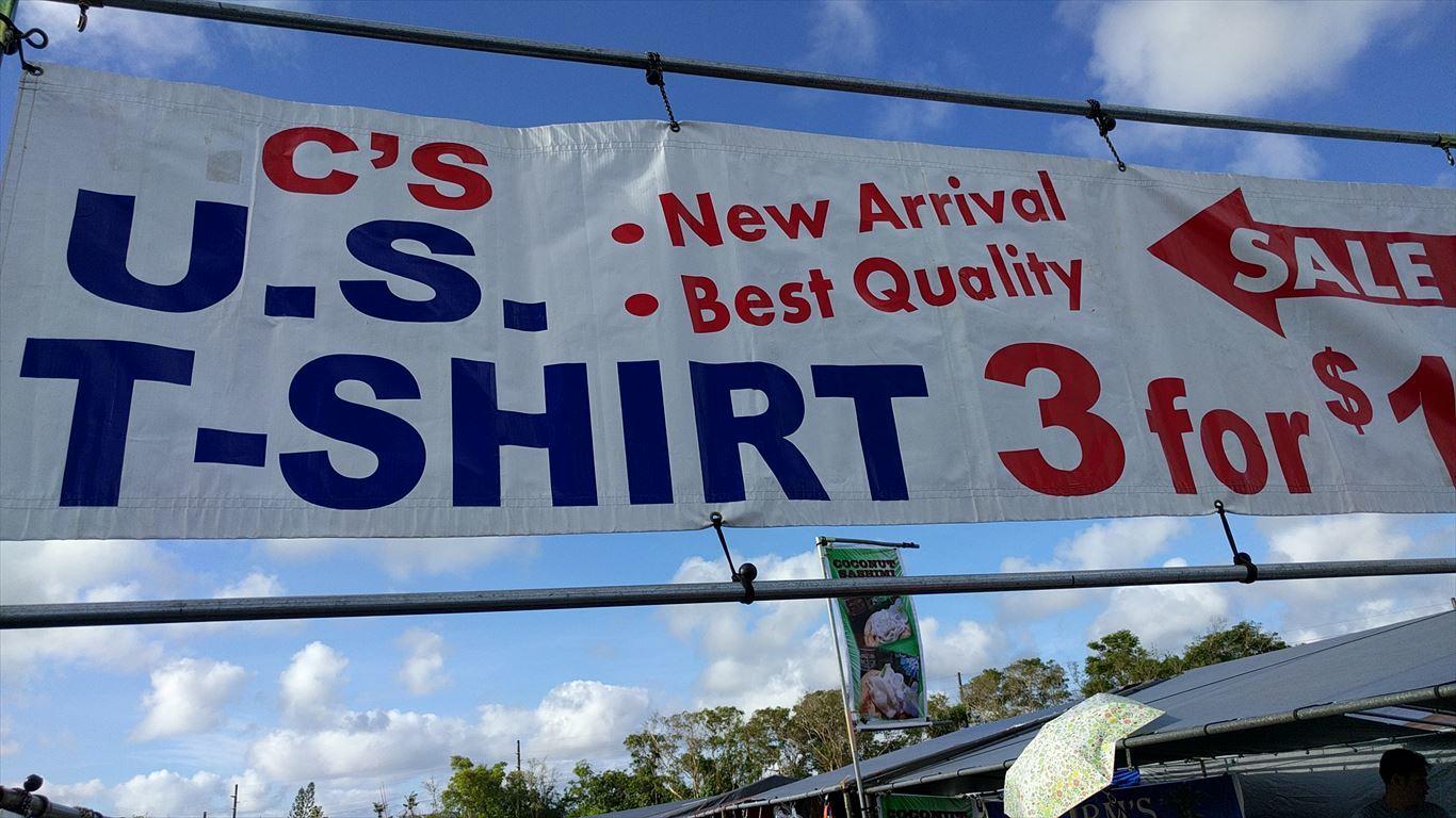 デデドの朝市_Tシャツ店1