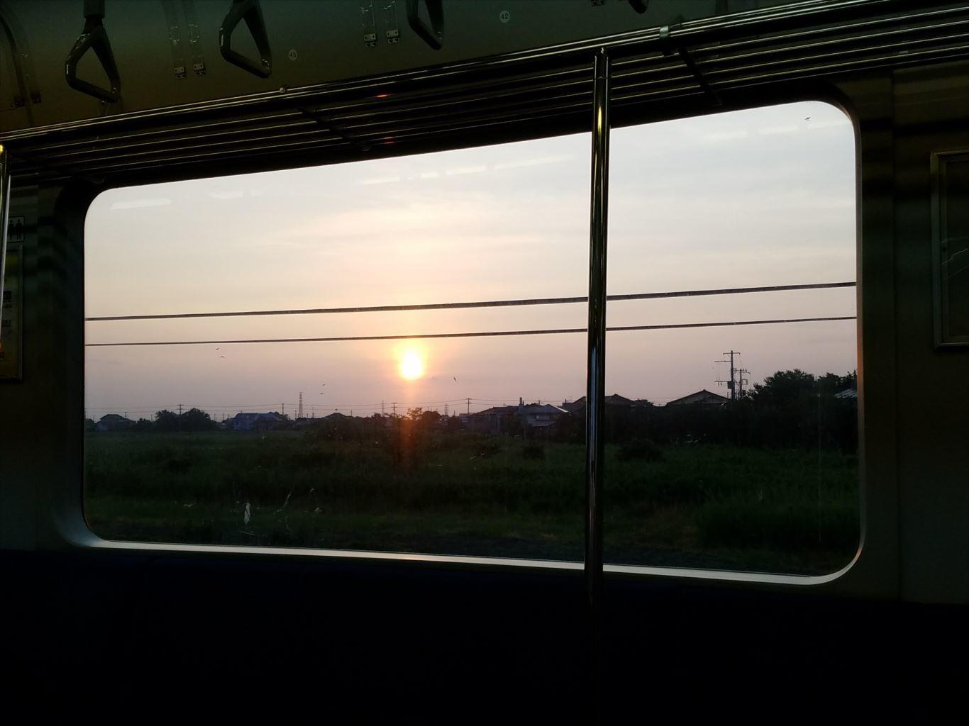 内房線車内からの日の出